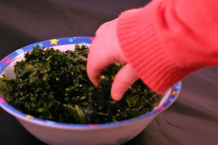 Simple vegan kale chips